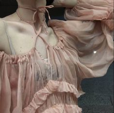 ooo I think I'll wear pink tonight, love this