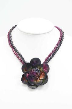 Collier perles et Fleur Cuir métallisé multicolore