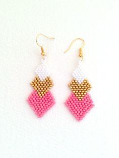 Boucles d'oreilles 3 losanges en perles Miyuki Blanc, Doré, Rose lychee : Boucles d'oreille par etoiles-et-papillons