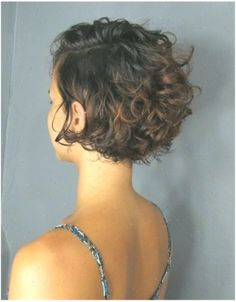 Do you like your wavy hair and do not change it for anything? But it's not always easy to put your curls in value … Need some hairstyle ideas to magnify your wavy hair? Curly Hair With Bangs, Curly Hair Cuts, Wavy Hair, Short Hair Cuts, Curly Hair Styles, Thin Hair, Short Curly Pixie, Short Curly Haircuts, Pixie Cut