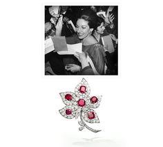 La vente des bijoux de Maria Callas chez Sotheby's en novembre 2004 http://www.vogue.fr/joaillerie/a-voir/diaporama/les-ventes-de-bijoux-legendaires-christie-s-sotheby-s-elizabeth-taylor-duchesse-de-windsor/21049/image/1110939#!la-vente-des-bijoux-de-maria-callas-chez-sotheby-039-s-en-novembre-2004