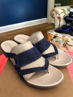 43938221ab2d MERRELL BLUE LEATHER WOMEN S SANDALS SIZE 11  fashion  clothing  shoes   accessories