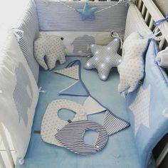 ensemble décoration chambre bébé théme bleu et blanc étoiles et rayures avec éléphant