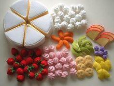 フェルトのケーキ Cute Crafts, Felt Crafts, Diy And Crafts, Felt Diy, Handmade Felt, Diy For Kids, Crafts For Kids, Felt Food Patterns, Felt Cake