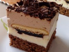 A silky smooth peanut butter pie lightened to cut fat and calories but does not skimp on flavor. This pie tastes sinfully indulgent, so only you have to know it's been lightened! Yummy Treats, Sweet Treats, Yummy Food, Chocolate Graham Crackers, Peanut Butter Desserts, Best Comfort Food, Sweet Pie, Vegetarian Chocolate, Tasty Dishes