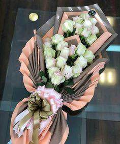 buket luleve Boquette Flowers, Rose Flower Arrangements, How To Wrap Flowers, Luxury Flowers, Beautiful Flowers, Flower Bouquet Diy, Bouquet Wrap, Hand Bouquet, Floral Bouquets