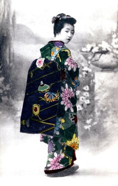 thekimonogallery: Hangyoku with colorful obi and kimono. Hand-colored photo, 1905, Japan. Image via Blue Ruin 1 of Flickr