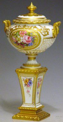 Royal Crown Derby Antique Vases, Vintage Vases, Royal Crown Derby, Crown Royal, Porcelain Ceramics, China Porcelain, Urn Vase, Royal Doulton, Flower Boxes