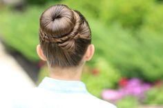 OMG such a cute bun tutorial! #cghbowbun #hairstyles #hairstyle #bowbun #bun #bow #twisthairstyle
