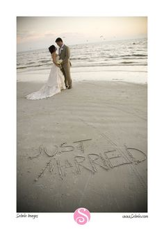 Nada como se vestir de noiva no dia seguinte, só pra tirar foto. hahaha