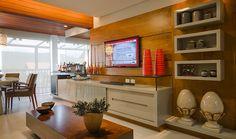 Sala de TVcom painel em madeira por @arqmulti #kitchen #tvlounhe #living #homedecor #interiordesign #decoração #apartamentodecorado