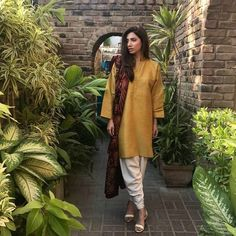 A Look at Mahira Khan's Top Fashion Moments from Verna Promotions Simple Pakistani Dresses, Pakistani Wedding Outfits, Pakistani Fashion Casual, Pakistani Dress Design, Indian Fashion, Women's Fashion, Fashion Outfits, Stylish Dresses For Girls, Stylish Dress Designs