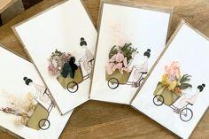 Modèle original dessiné et fleuri par Nélia Illustration Gallery Wall, Illustration, Frame, Decor, Flower Cards, Objects, Flowers, Drawing Drawing, Picture Frame