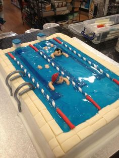 Swimming pool cake. Love the detail on this cake. Really think it's fab.