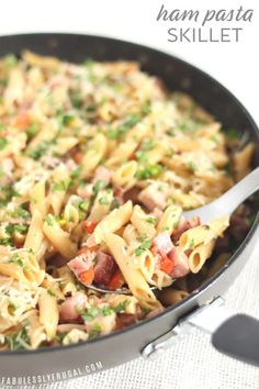 Easy Ham Pasta Skillet Recipe – Fabulessly Frugal This is a quick and easy ham and pasta skillet dinner recipe perfect for using up leftover ham. Any time I can, I snatch up leftover ham just so I can make this ham pasta recipe! Leftover Ham Recipes Pasta, Recipe For Canned Ham, Easy Ham Recipes, Leftovers Recipes, Pork Recipes, Pasta Recipes, Cooking Recipes, Quick Dinner Recipes With Ham, Peeps Recipes
