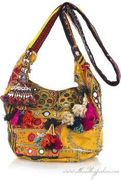 New moda hippie chic bohemian bags Ideas Hippie Style, Moda Hippie Chic, Ethno Style, Hippy Chic, Boho Chic, Hippie Bags, Boho Bags, Mochila Hippie, Fashion Bags