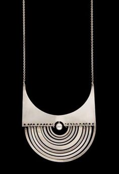 Puilikuu' pendant, 1972 by Tapio Wirkkala Finland Minimal Jewelry, Modern Jewelry, Jewelry Art, Antique Jewelry, Silver Jewelry, Vintage Jewelry, Silver Ring, Bijoux Design, Jewelry Design