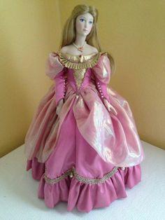 Franklin Mint Heirloom Porcelain Doll Cinderella w/ glass slippers!