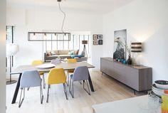 Klotz reeks 7000 Nashua. Tafel en gekleurde stoelen!