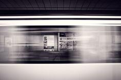 Jest 5:28, na peronie rozbrzmiewa komunikat, że za 2 minuty…
