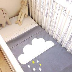 Baby-deken wolk -> grijs, witte wolk met druppels in het geel en wit