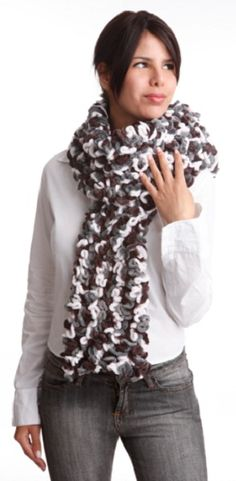 Cachecol de Babados com Fio Ballerine Scarves, Fashion, Ruffled Dresses, Strands, Knitting And Crocheting, Craft, Blouses, Tricot, Moda