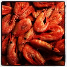 Prawns in their shells are sold self-service style in most supermarkets - serve with some mayonnaise and nice bread: very common as an easy dinner Recipes With Fish And Shrimp, Shrimp Recipes, Scotch Bonnet Pepper, Pepper Shrimp, Red Food Coloring, Prawn, Seafood, Good Food, Tasty