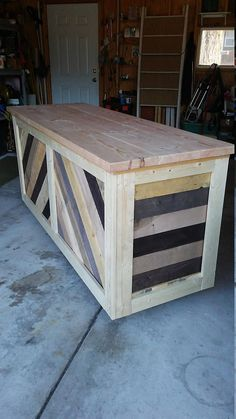 Custom Made Reception Desk, Cash Wrap Counter, Bar Cash wrap retail counter.custom made to order. Trendy Furniture, Diy Furniture Projects, Living Furniture, Custom Furniture, Furniture Makeover, Furniture Movers, Pallet Furniture, Pallet Counter, Wood Counter