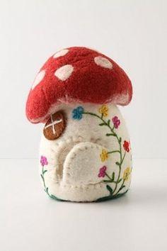 Toadstool - maybe pincushion Felted Wool Crafts, Felt Crafts, Wet Felting, Needle Felting, Felt Mushroom, Mushroom House, Sewing Projects, Craft Projects, Felt House