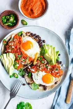 This spicy Mexican breakfast is a great alternative to eggs and bacon. This spicy Mexican breakfast is a great alternative to eggs and bacon. Source by spotebi Mexican Food Recipes, Vegetarian Recipes, Cooking Recipes, Healthy Recipes, Mexican Breakfast, Breakfast And Brunch, Breakfast Pizza, Breakfast Sandwiches, Breakfast Bowls