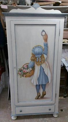 Shabby Chic Furniture In a family room, try to arrange your furniture into centers. Decoupage Furniture, Hand Painted Furniture, Funky Furniture, Recycled Furniture, Refurbished Furniture, Paint Furniture, Shabby Chic Furniture, Furniture Makeover, Vintage Furniture