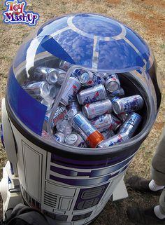 A cooler that's outta this world!  R2Cool2.  Ok, so not every pun works... : )  (Source: flickrhivemind.net)