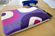 Funda para iPad Mini y tablets de 7 a Pop Violet, de Ziron. iPad Mini cover, model Pop Violet by Ziron Cover Model, Ipad Mini, Continental Wallet, Sunglasses Case, Pop, Popular, Pop Music