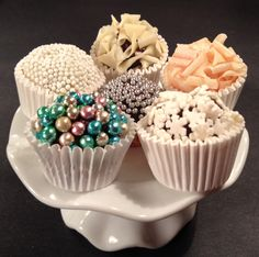 Brigadeiros gourmet Chocolates, Cupcake, Moon Cake, Cookie Decorating, Truffles, Cake Pops, Food Art, Sweet Recipes, Oreo