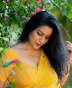 Beautiful Women Over 40, Attractive Girls, Beauty Full Girl, Indian Beauty Saree, Curvy Women, Desi, Hot Girls, Boobs, Curves