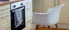 Πώς θα καθαρίσουμε το φούρνο;  Σόδα Vs Αμμωνία Egg Chair, Lounge, Furniture, Home Decor, Ideas, Cleaning, Airport Lounge, Drawing Rooms, Decoration Home