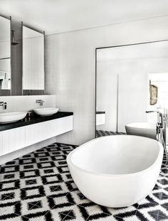 10-Eye-Catching-and-Luxurious-Black-and-White-Bathroom-Ideas-5 10-Eye-Catching-and-Luxurious-Black-and-White-Bathroom-Ideas-5