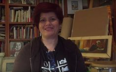 Una donna poliedrica, dalle mille risorse, che passa dalla poesia alle navi da ricerca, dalla pittura alle percussioni.