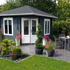 Ein Gartenhaus gibt es in so viel verschiedenen Formen und Farben, so dass es pe... Shed, Outdoor Structures, Windows, Patio, Different Shapes, Projects, Colors, Barns, Ramen