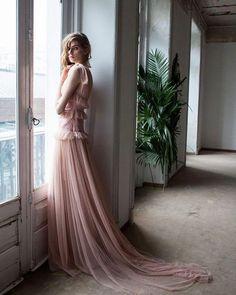 Invitadas de primavera os espera un post de @timeforfashionelle lleno de buenas propuestas y de tendencias para acertar. #guestlook #ootd #guest #timeforfashion (pic: @noelaroibas)  via ELLE SPAIN MAGAZINE OFFICIAL INSTAGRAM - Fashion Campaigns  Haute Couture  Advertising  Editorial Photography  Magazine Cover Designs  Supermodels  Runway Models