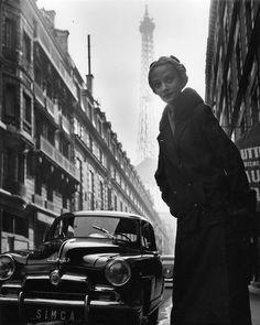 Rue de Monttessuy, Paris 7 Robert Doisneau, Publicité Niki de Saint Phalle mannequin pour Simca, Paris  1952