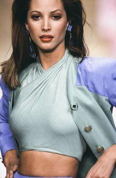 Christy Turlington/ Valentino Couture Runway Show 1994 Vintage Fashion 90s, Big Fashion, Fashion Week, Runway Fashion, Fashion Models, Christy Turlington, 90s Models, Female Models, Runway Models