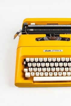 OLIVETTI LETTERA 35 - Colorado Yellow Typewriter - working typewriter - Vintage - Portable Manual typewriter - with new ribbon Mellow Yellow, Mustard Yellow, Color Yellow, Yellow Style, Yellow Art, Yellow Black, Fred Instagram, Retro, Aesthetic Colors