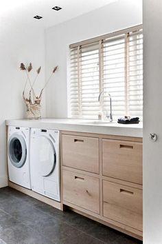 The Beautiful Laundry Room Tile Design Ideas Trap - flipsyourhome Laundry Room Tile, Modern Laundry Rooms, Laundry Room Layouts, Laundry Room Organization, Laundry Closet, Room Tiles Design, Laundry Room Inspiration, Laundry Room Design, House Design