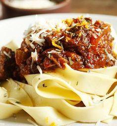 Entenda melhor o que é o molho de ragu e, de quebra, aprenda três receitas: a tradicional, de legumes e de linguiça