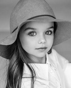 Fashion kids photography child models new Ideas Beautiful Little Girls, Beautiful Children, Beautiful Eyes, Beautiful Babies, Beautiful Pictures, Kids Fashion Photography, Children Photography, Portrait Photography, Photography Ideas Kids