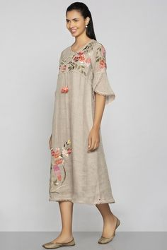 Indian Fancy Dress, Indian Dresses, Kurti Neck Designs, Kurta Designs Women, Kurti Embroidery Design, Pakistani Fashion Casual, Womens Dress Suits, Indian Designer Outfits, Textiles