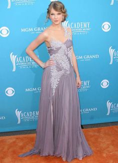Taylor-Swift-45th-Annual-Academy-Of-Country-Music-Awards-20101.jpg (450×623)