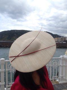Tocado raquis | coleccionlaurapalacio Stay Classy, Headdress, Hats For Women, Fascinator, Baseball Hats, Hair Accessories, Fashion Hats, Bandanas, Headpieces