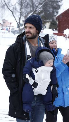 Carl Philip with son Gabriel Princess Sofia Of Sweden, Swedish Royalty, Prince Carl Philip, Handsome Prince, George Vi, Royal House, Prince Charming, People Like, Canada Goose Jackets